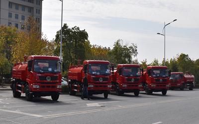 消防车厂家:5辆东风御虎消防洒水车今日将发往福建