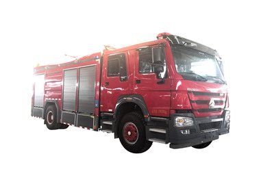 重汽豪沃6吨干粉水联用消防车