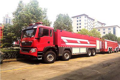 国五重汽豪沃25吨水罐泡沫消防车准备发车