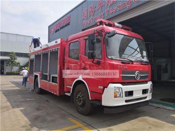湖南长沙客户来新东日专汽试特种消防车