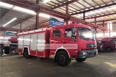东风6吨四驱消防车准备发车了
